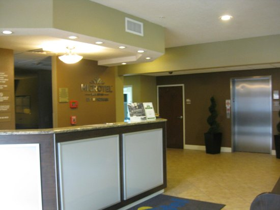 Microtel Inn & Suites by Wyndham Macon: hotel inside