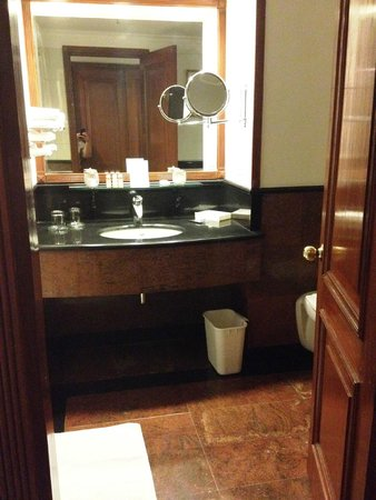 Jaypee Palace Hotel & Convention Centre Agra : Bathroom
