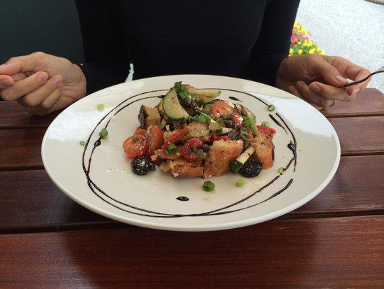 Fresh & Co.: Panzanella salad