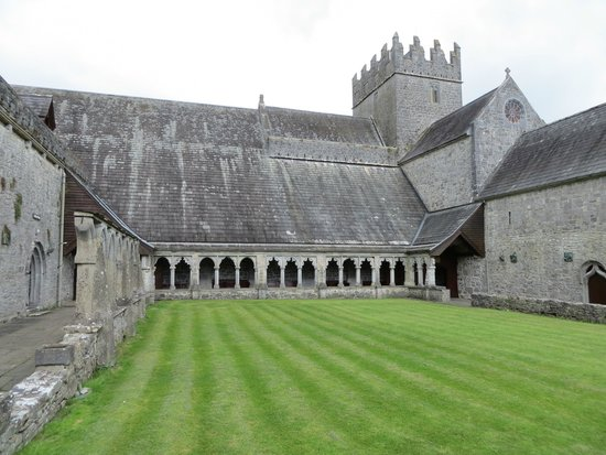 Holy Cross Abbey : The peaceful & cool Cloister area