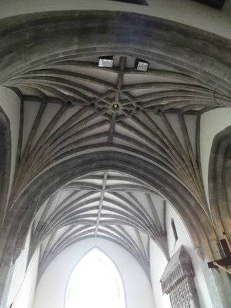 Holy Cross Abbey: The elaborate & impressive groined roof