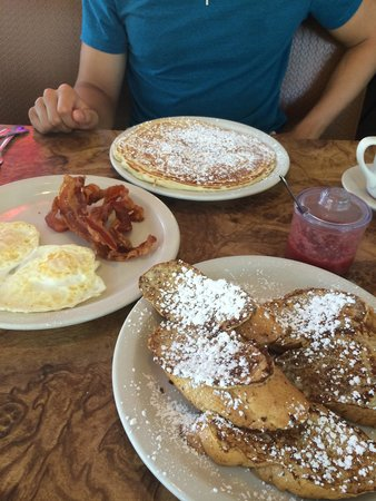 Beverly's La Croisette: Giant pancake and French toast