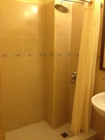 Hotel Inglaterra : Dirty tiles