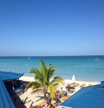 Negril Tree House Resort: View from breakfast each morning! Get up early, don't sleep in!
