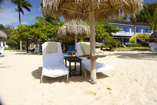 Jamaica Inn : Staff prepare the tiki hut for you with a mattress cover and towels.