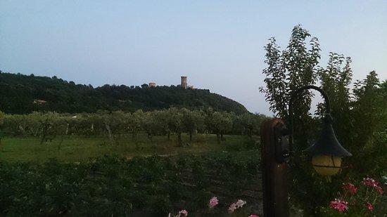 Iscairia Country House: la vista della torre di Velia