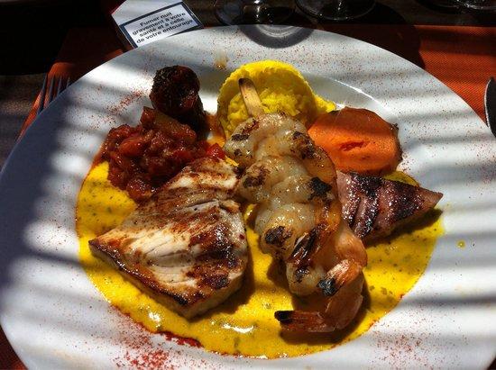 La Vanne Marel: Trio de poissons grillés et brochette de crevette.