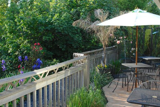 Baechtel Creek Inn: Our breakfast patio area
