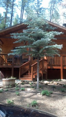 Ruidoso Lodge Cabins: the front of our cabin