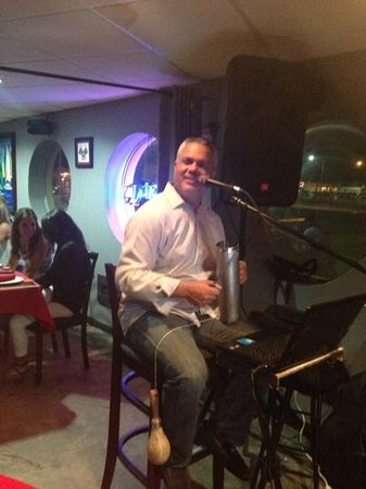 Platos Restaurant & Bar : great music