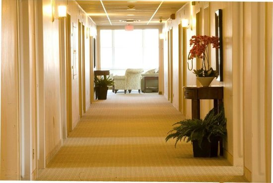 Guest House on the Mount: Hallway to Lounge