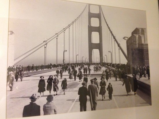 Best Western Plus Grosvenor Airport Hotel : One of the historic photos that line the hotel's hallways.