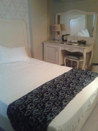 Raymond Blue Hotel : our room