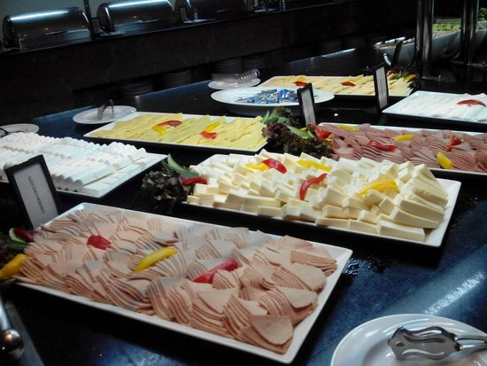 Hilton Hurghada Long Beach Resort : This is the breakfast as it should be , on inspection day