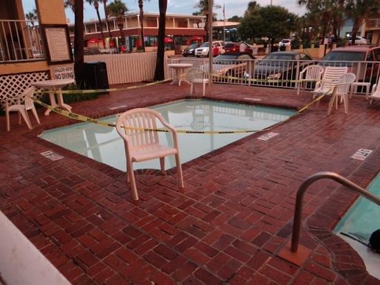 Sea Mist Oceanfront Resort: kid pool
