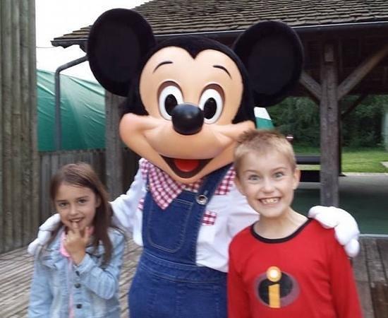 Disney's Davy Crockett Ranch: mickey (very short mickey)