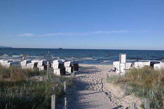 Hotel Am Meer: Strand vor dem Hotel