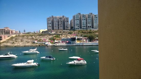 Marina Hotel Corinthia Beach Resort : Bay view