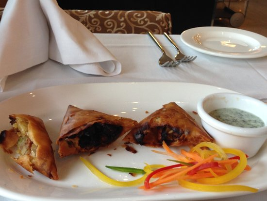 Holiday Inn London-Kingston South: Burned samosa … how can someone eat it ?
