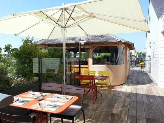Le Kinawa: Terrasse et Pavillon extérieur