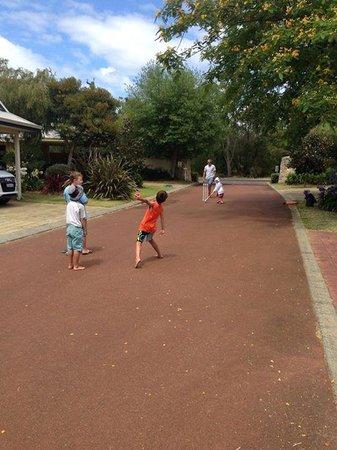Geographe Cove Resort: cricket at the resort