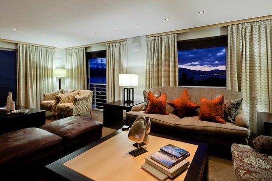 Protea Hotel Knysna Quays: Suite Lounge