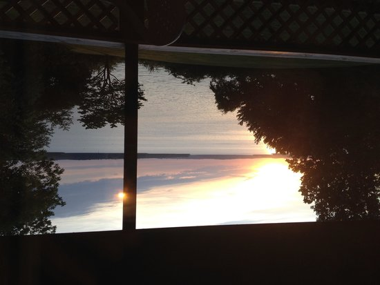 Buzzard Rock Resort: Sunrise over Lake Barkley as seen from the deck of our Resort Room