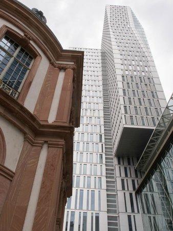 Jumeirah Frankfurt: The hotel building