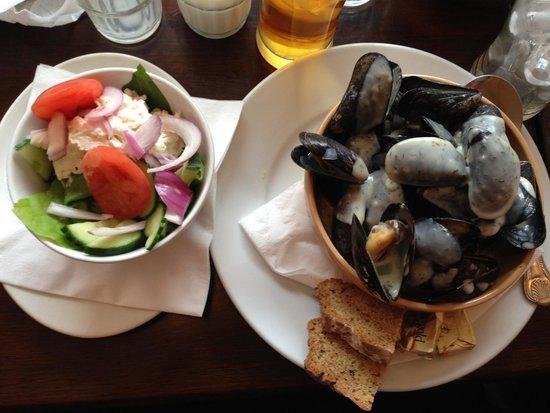 Foleys Restaurant & Bar: Best mussels!