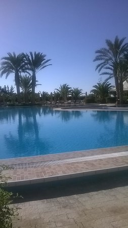 SENTIDO Aziza Beach Golf & Spa: Pool View from sun lounger  at 6 am