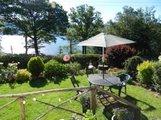 Briar Bank B&B on Loch Ness: Le jardin ensoleillé