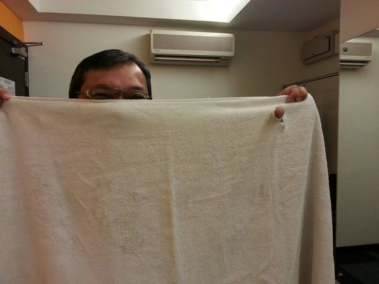 Citrus Hotel Johor Bahru : Is the towel supposed to be white n clean??