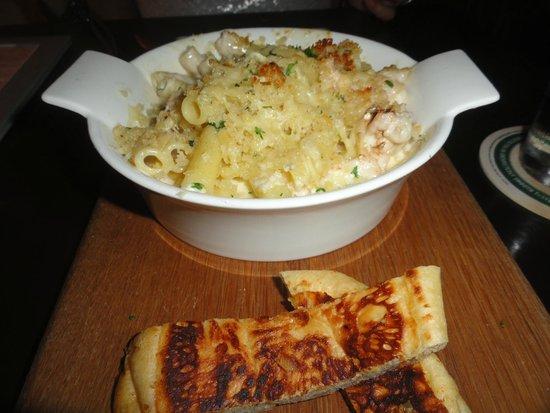 Salt Gastrobar: Lobster mac & cheese