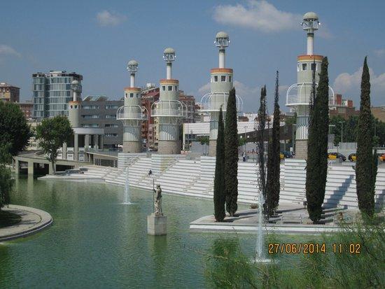 Expo Hotel Barcelona: Park near the Expo hotel