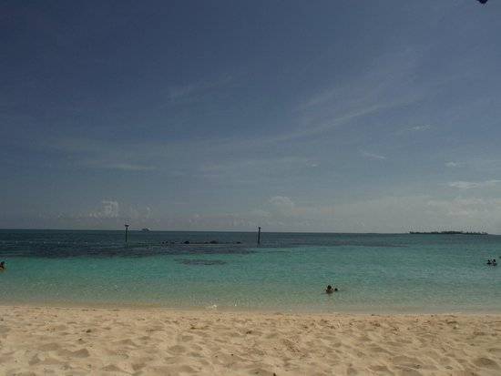 Melia Nassau Beach - All Inclusive: Ship on horizon