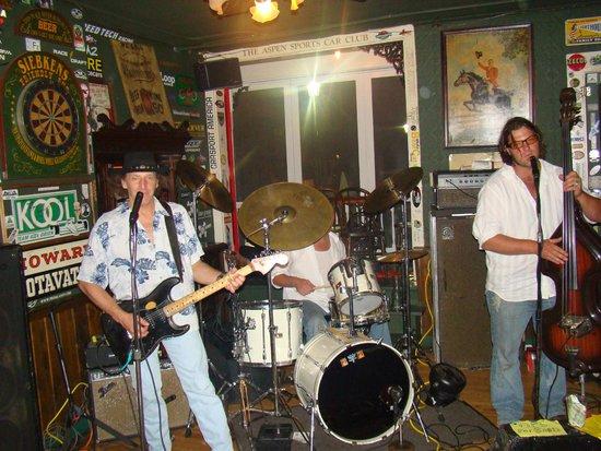 Siebkens Resort: Live entertainment at the Stop-Inn Tavern