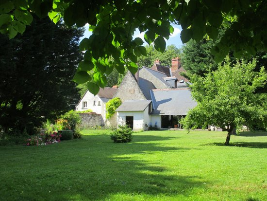 Le Moulin Des Landes: View of the house from the back garden