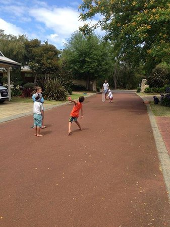 Geographe Cove Resort: cricket at the resort