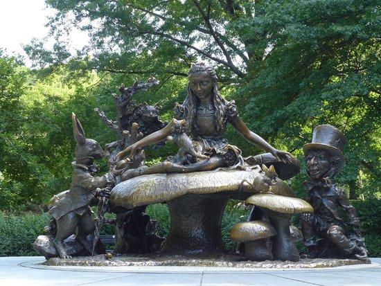 Central Park: Alice in Wonderland Statue