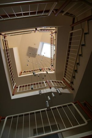 Wincent Hotel: La cage d'escaliers