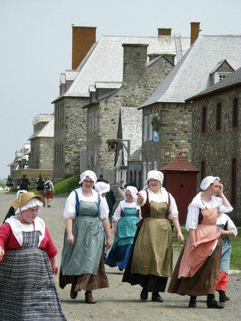 Le site historique national de la Forteresse de Louisbourg : Fortress staff in period costume
