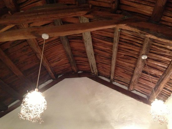 Teach Ceann Tui: I love the ceiling and lights! Beautiful touches everywhere.