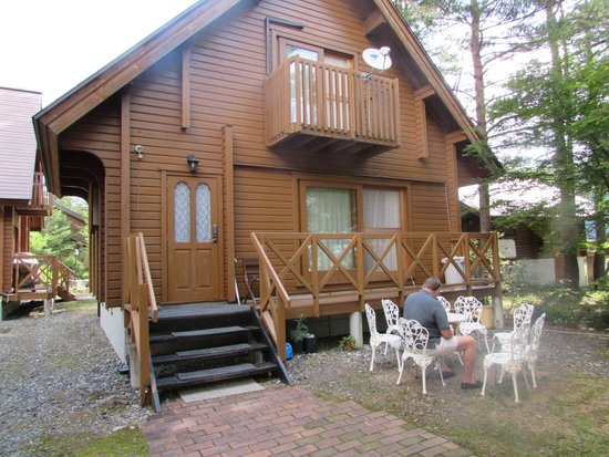 Balls Deep Inn Villas: Outside in the summertime.
