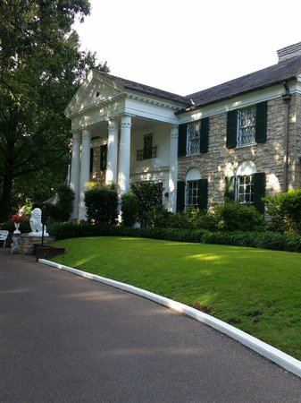 Graceland: Pretty grounds and gardens.