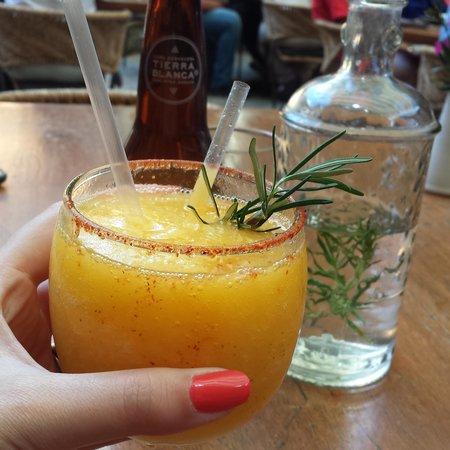 Los Danzantes Oaxaca: margarita de mango y mezcal