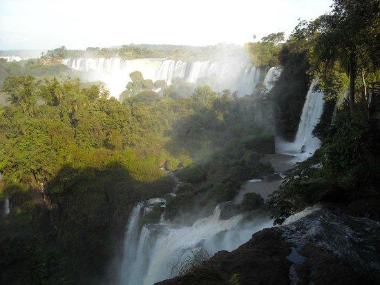 Iguazu Falls: Vista lateral el 20 de Mayo de 2014, día en que se abrieron las compuertas del lado brasileño.