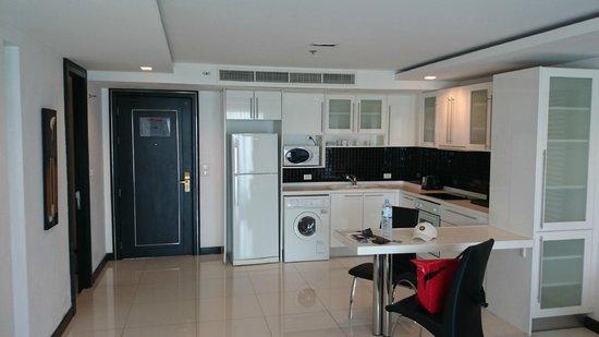 Amari Nova Suites Pattaya : kitchen