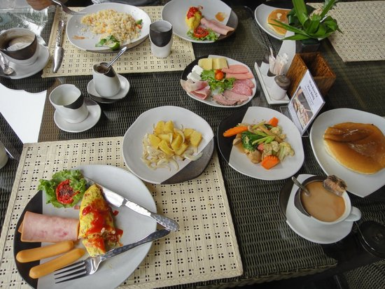 The Sunset Beach Resort & Spa, Taling Ngam: 朝食