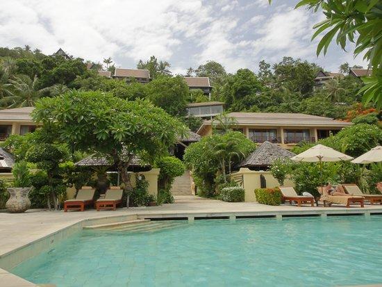 The Sunset Beach Resort & Spa, Taling Ngam : プールサイド