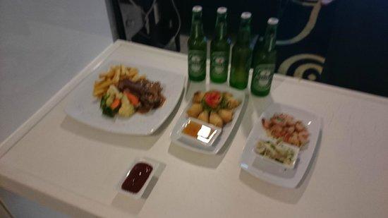Amari Nova Suites Pattaya: food